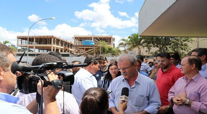 Secretário de Saúde visitou Dourados para acompanhar as obras - Crédito: SES