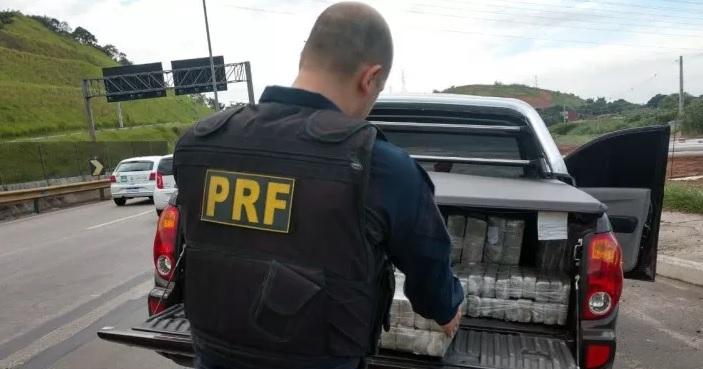 O motorista disse que vinha de Minas Gerais e faria a entrega perto de uma antiga casa de shows na Via Dutra - Crédito: Divulgação/PRF