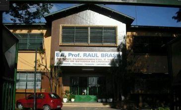 Fachada da Escola Estadual Prof. Raul Brasil, em Suzano (SP) - Crédito: Google Street View/Reprodução