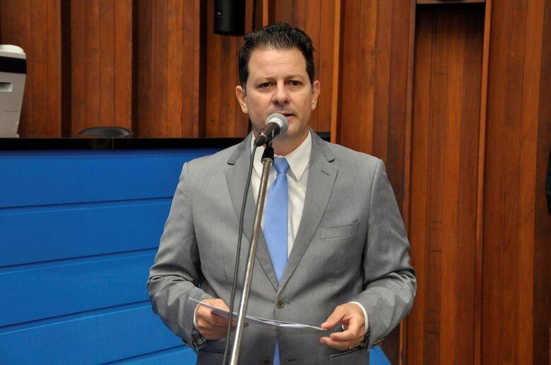 Frente parlamentar coordenada pelo deputado Renato Câmara recebe nesta quarta-feira os representantes da Sanesul e da Águas Guariroba para falar sobre a qualidade da água consumida no Estado - Crédito: Toninho Souza