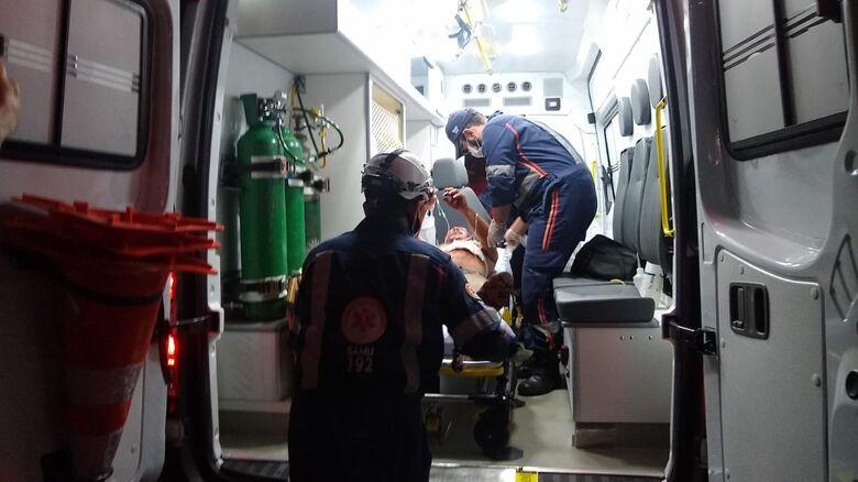 Vítima foi levada ao hospital em estado considerado grave - Crédito: Cido Costa