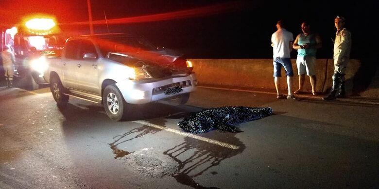 Mulher teria se jogado na frente do veículo - Crédito: Cido Costa