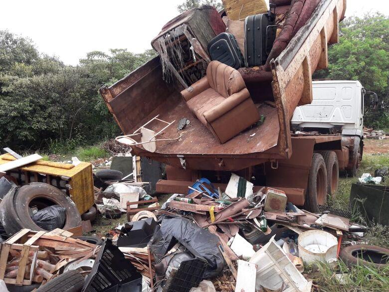 Lixo recolhido no fim de semana passado no bairro IV Plano; ação de combate à dengue segue no município - Crédito: Divulgação/PMD