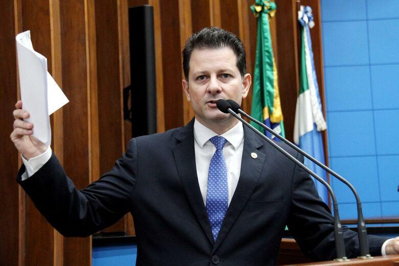 Deputado Renato Câmara utilizou a tribuna da Assembleia Legislativa para informar às ações que serão desenvolvidas pela Frente Parlamentar de Recursos Hídricos para averiguar uma eventual contaminação da água consumida no Estado - Crédito: Toninho Souza