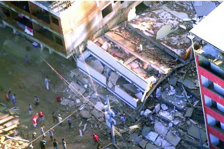 Prédios estavam interditados pela prefeitura - Crédito: Divulgação Centro de Operações da Prefeitura do Rio