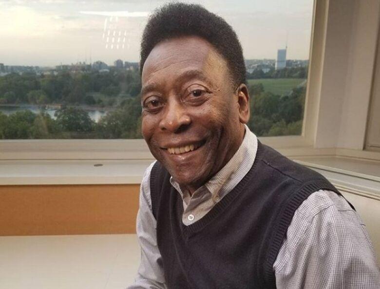 Pelé passou mal na França e está internado desde a chegada ao Brasil - Crédito: Divulgação