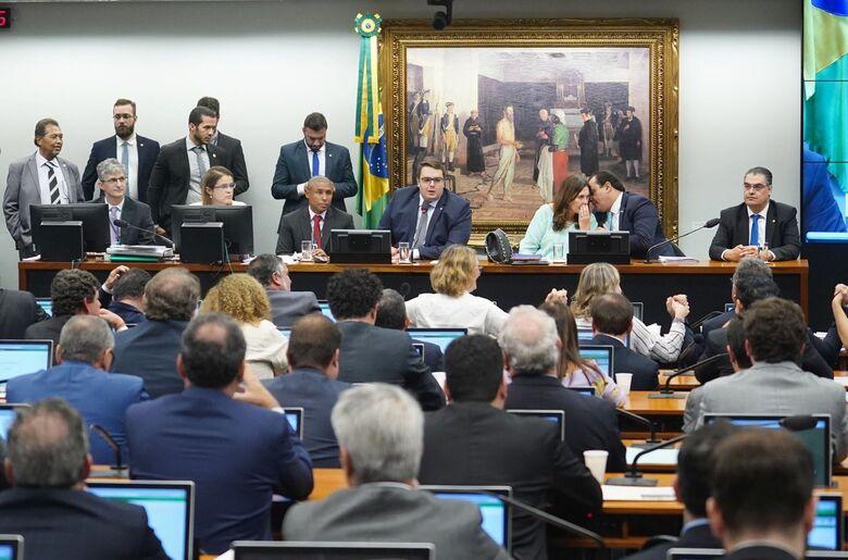 Foram apresentados 13 votos em separado, em contraponto ao parecer apresentado no último dia 9, recomendando a aprovação da proposta - Crédito: Pablo Valadares/Câmara dos Deputados