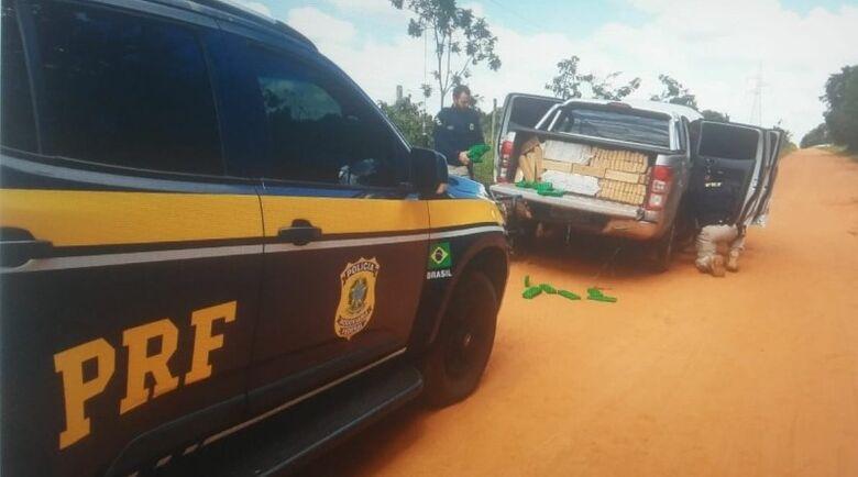 Caminhonete roubada com mais de uma tonelada de maconha - Crédito: Divulgação/PRF