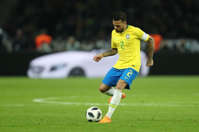 Campeão da Copa América em 2007, lateral retoma a braçadeira pela quinta vez com Tite - Crédito: Lucas Figueiredo/CBF