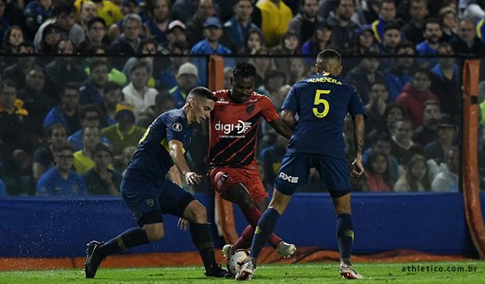 Time brasileiro tomou a virada no final do jogo - Crédito: Divulgação/site oficial do Athletico