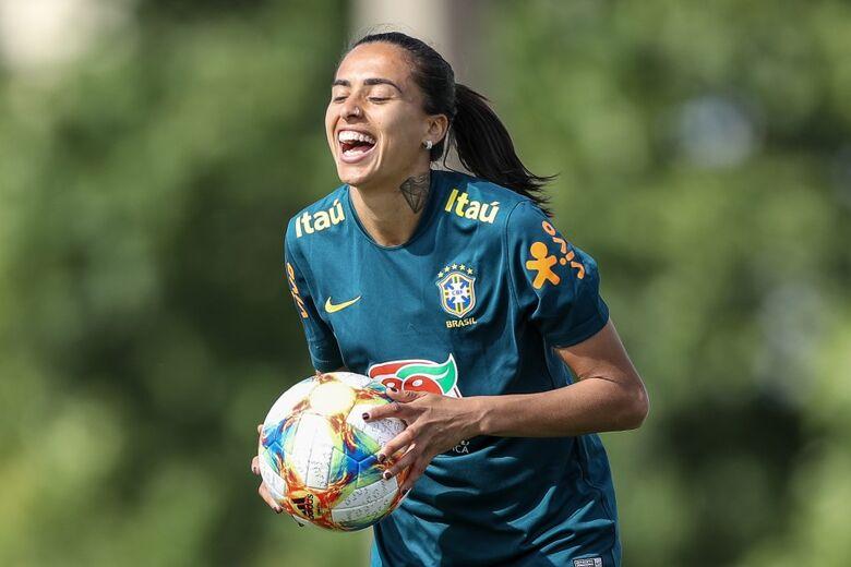 Na tarde desta sexta-feira (24), a atacante Andressa Alves e a zagueira Daiane se apresentaram em Portimão (POR) - Crédito: Assessoria / CBF