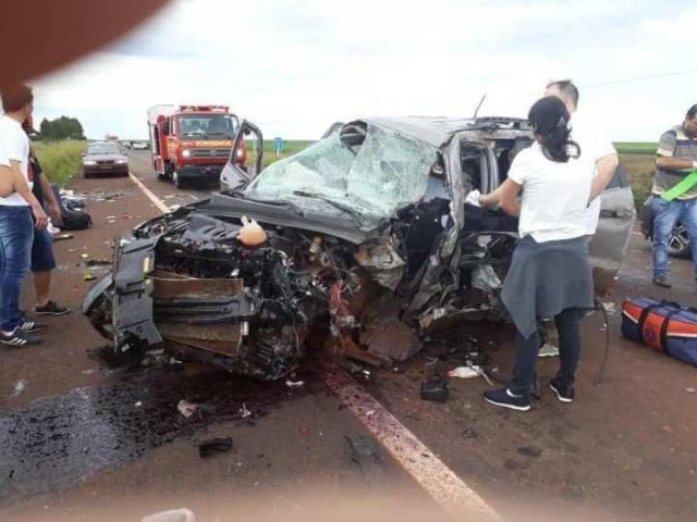 Veículos ficaram destruídos com o acidente - Crédito: Divulgação