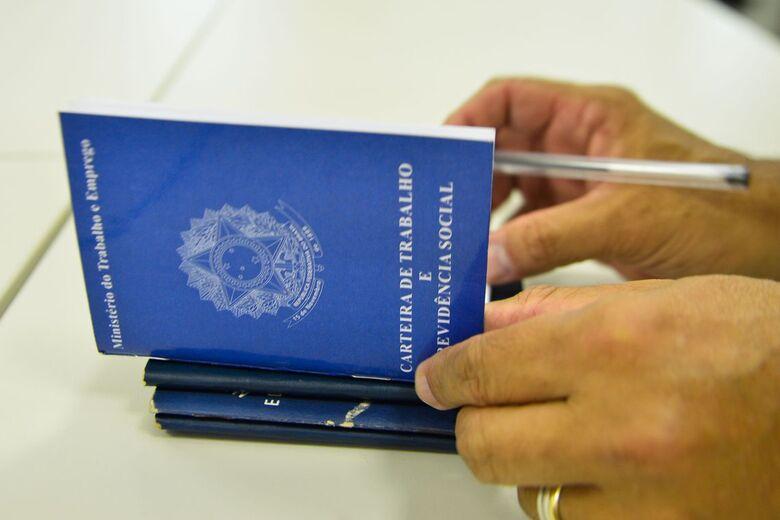 No período foram gerados 480 mil postos de trabalho formais, diz IBGE - Crédito: Marcello Casal/Agência Brasil