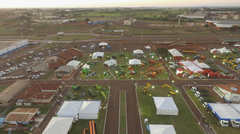 Solenidade oficial de abertura da feira reúne autoridades e representantes de entidades do setor; evento acontece em Dourados de 10 a 19 de maio - Crédito: Divulgação
