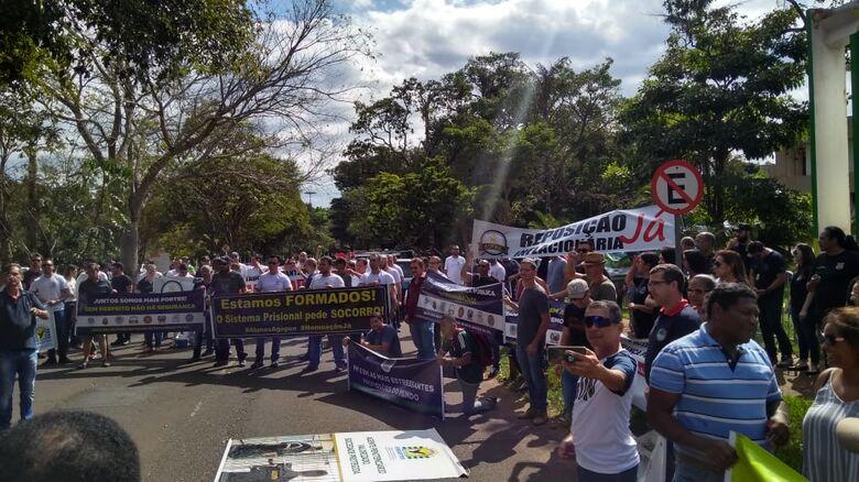 Protesto tem por objetivo chamar atenção do governador para valorização - Crédito: Divulgação