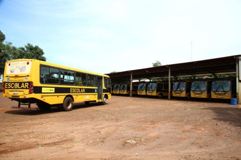 Frota própria dispõe de 15 ônibus para atender alunos da área rural do município - Crédito: Divulgação