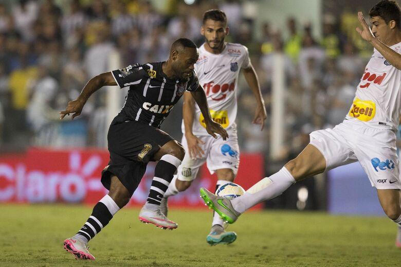 Vagner Love em duelo contra o Santos, na Vila, em 2015 - Crédito: Daniel Augusto Jr. / Ag. Corinthians