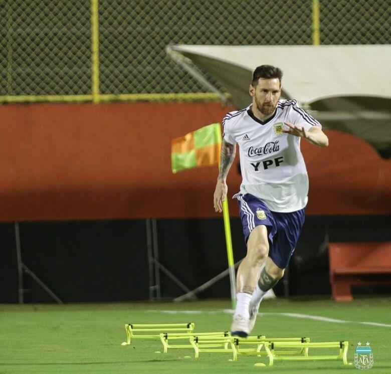 Messi estará em campo hoje pela Argentina - Crédito: Divulgação/AFA