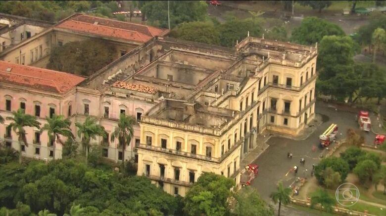 O acervo foi incendiado em setembro do ano passado - Crédito: Reprodução/TV Globo