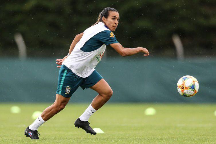 Marta volta a treinar com as demais jogadoras - Crédito: Divulgação CBF