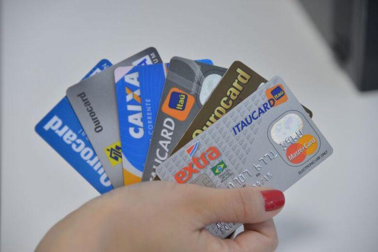 Ao todo, os brasileiros movimentaram R$ 416 bilhões com cartões no trimestre - Crédito: Arquivo Agência Brasil