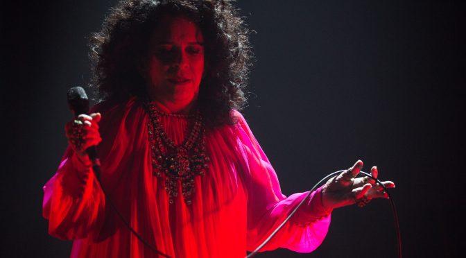 """No palco, a cantora apresenta músicas inéditas do novo trabalho, como """"Palavras no Corpo"""" - Crédito: Divulgação"""