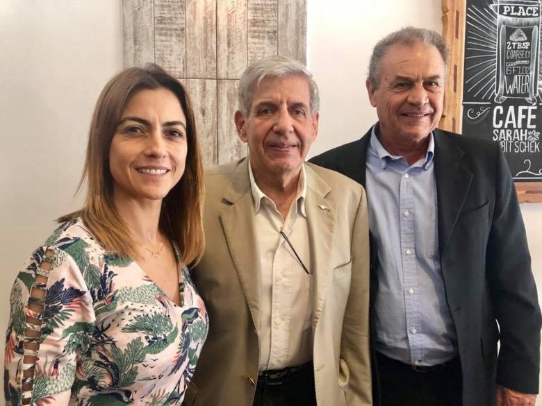 A senadora Soraya Thronicke  , o Ministro de Segurança Institucional general Augusto Heleno e o presidente do diretório municipal Aristeu Carbonaro - Crédito: Divulgação
