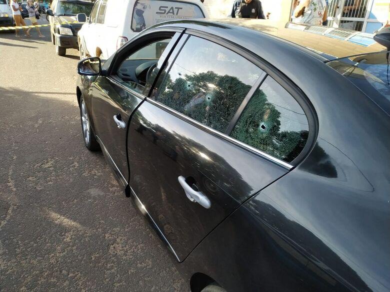 Veículo da vítima ficou marcado com os tiros de 9 mm - Crédito: Divulgação/Polícia Civil