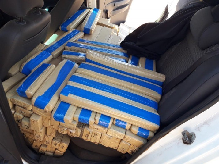 Droga estava escondida no veículo do menor - Crédito: Divulgação/PRF