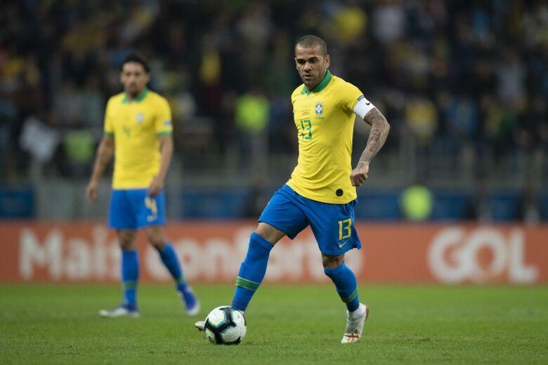 Lateral já havia conquistado pela seleção a Copa América de 2007, a Copa das Confederações de 2009 e de 2013 - Crédito: Lucas Figueiredo/CBF