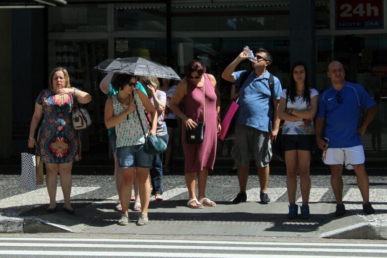 A recomendação diária é de dois litros de água, o equivalente a oito copos - Crédito: André Tambucci/ Fotos Públicas