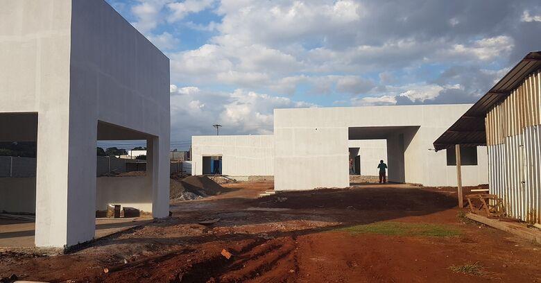 Obra está sendo construída com recursos de R$ 1 milhão repassados pelo governo do Estado em área de 2,4 mil metros quadrados - Crédito: Divulgação