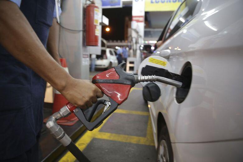 As quedas são referentes aos preços médios para os distribuidores - Crédito: Marcello Casal jr/Agência Brasil