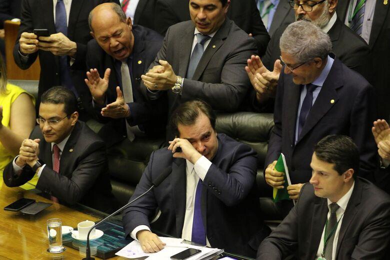 Proposta teve 379 votos a favor e 131 contra - Crédito: Fabio Rodrigues Pozzebom/Agência Brasil