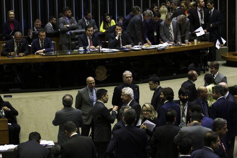 Fase de discussão da proposta foi encerrada na madrugada de hoje (10) - Crédito: Fabio Rodrigues Pozzebom/Agência Brasil