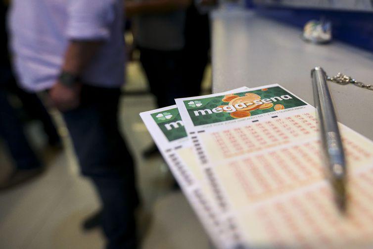 O sorteio do concurso 2.168 da Mega-Sena será realizado, a partir das 20h (horário de Brasília) no Espaço Loterias Caixa, em São Paulo - Crédito: Marcelo Camargo/Agência Brasil