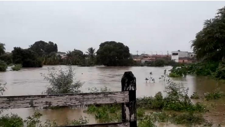 Rompimento de barragem na Bahia - Crédito: Divulgação/Corpo de Bombeiros de Paulo Afonso