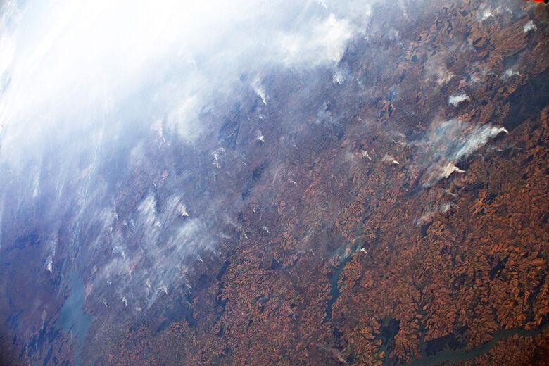 Astronauta da ESA Luca Parmitano tirou esta imagem, entre uma série, do seu ponto de vista 400 km acima da Terra em 24 de agosto - Crédito: ESA / NASA – L. Parmitano