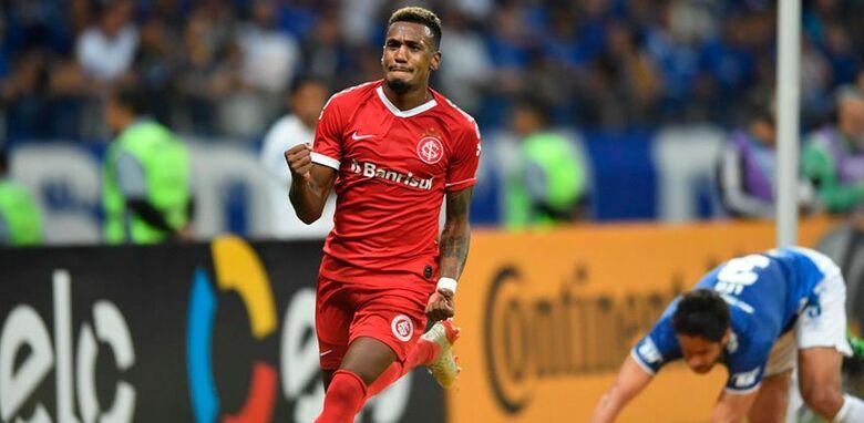 Edenilson marcou no rebote do goleiro Fábio - Crédito: Divulgação/Internacional