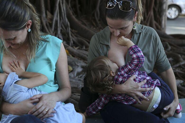 "OMS considera o leite materno como o ""alimento de ouro"" para a saúde dos bebês - Crédito: Valter Campanato/Agência Brasil"
