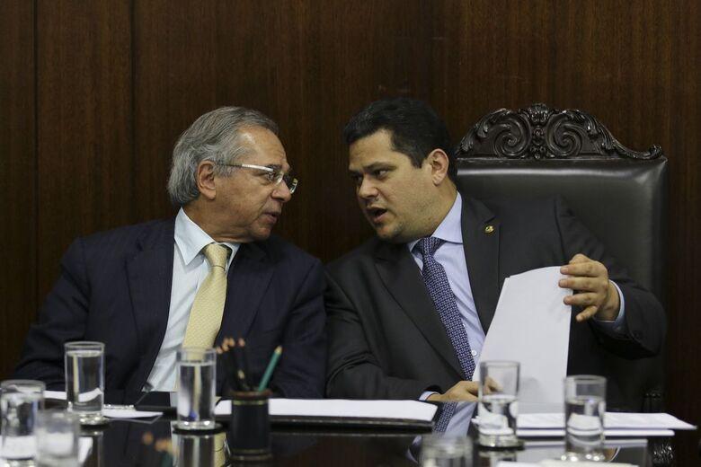 O ministro da Economia, Paulo Guedes, e o presidente do Senado,Davi Alcolumbre - Crédito: Fabio Rodrigues Pozzebom/Agência Brasil