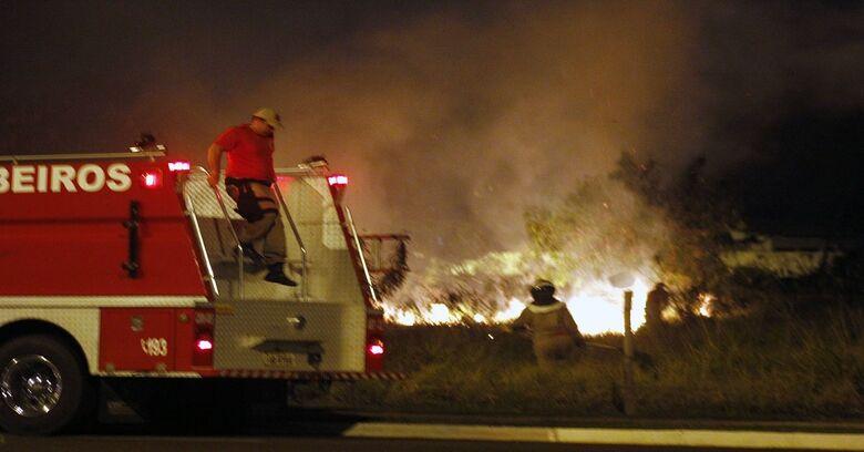 Em dias de tempo seco, Bombeiros alertam: queimada é crime - Crédito: Chico Ribeiro