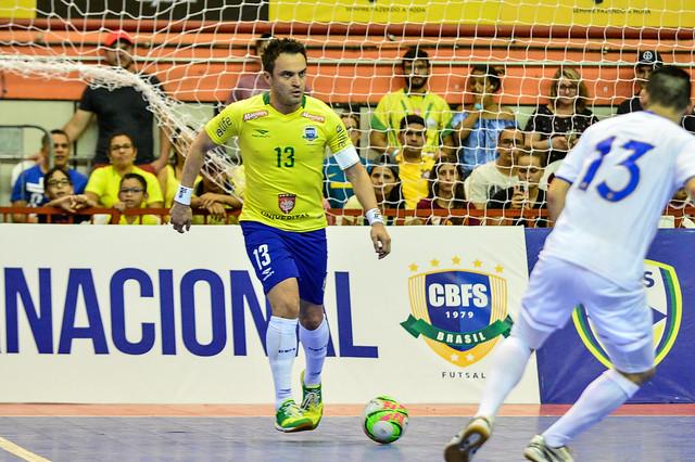 Com ingressos esgotados, Falcão joga amistoso nesta noite em Dourados - Crédito: Ricardo Artifon/CBFS