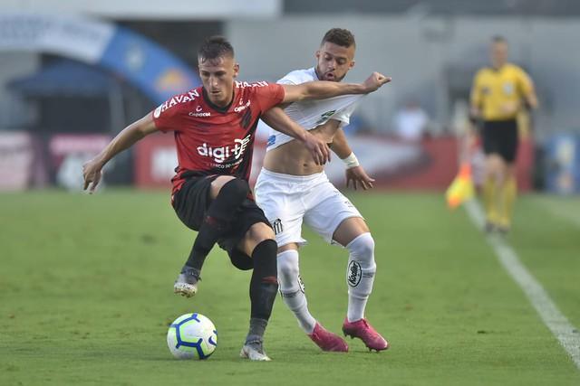 Santos arranca empate do Athletico no final e vê Flamengo abrir vantagem na ponta - Crédito: Ivan Storti/Santos FC