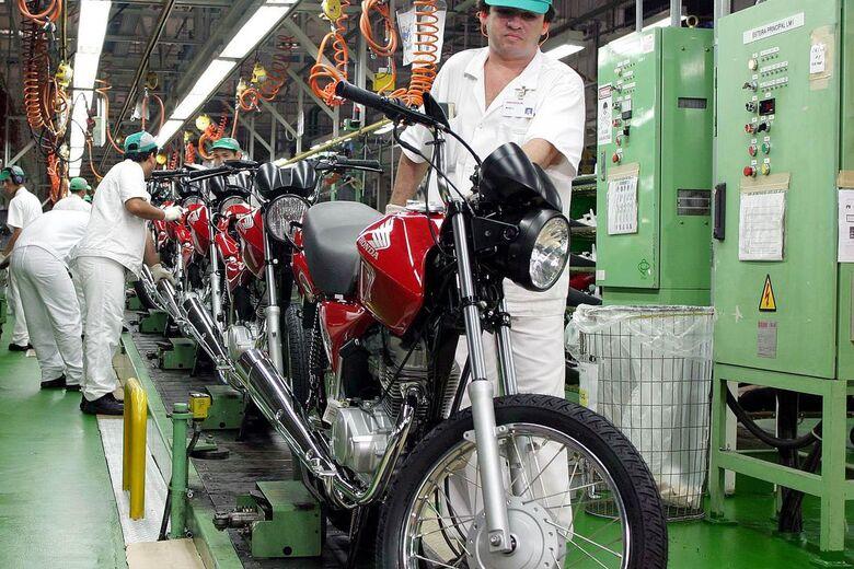 Indicador mostra alta de 2,6% no consumo de bens da indústria em julho - Crédito: Arquivo/Agência Brasil