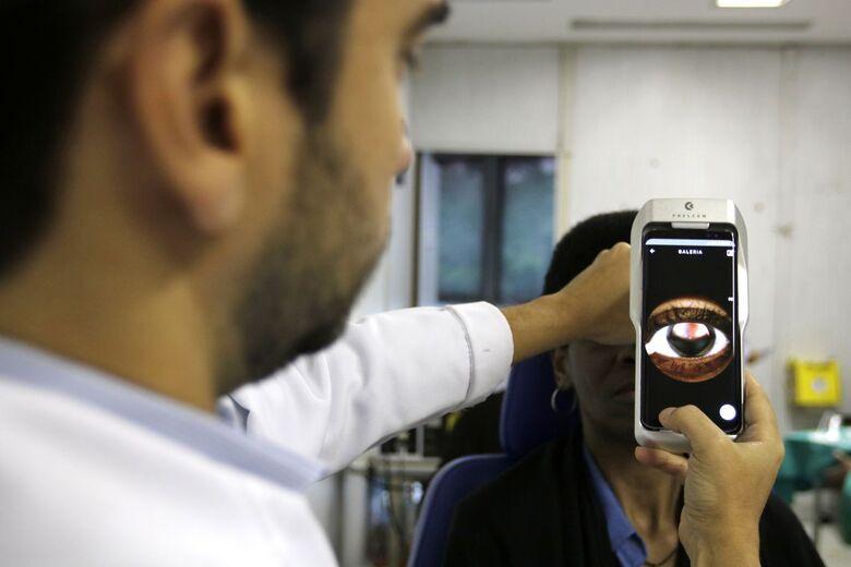 Aparelho portável facilita exames na retina - Crédito: Tânia Rêgo/Agência Brasil