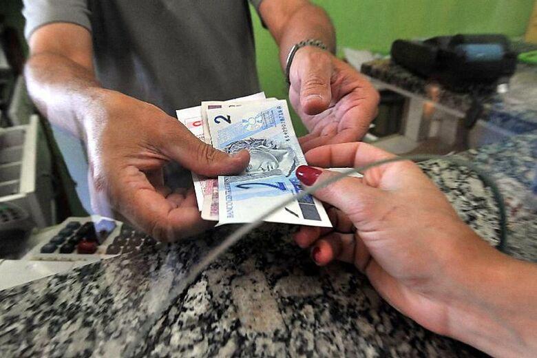 Quase 10 milhões de pessoas usarão dinheiro do FGTS para pagar dívidas - Crédito: Marcello Casal Jr./Agência Brasil