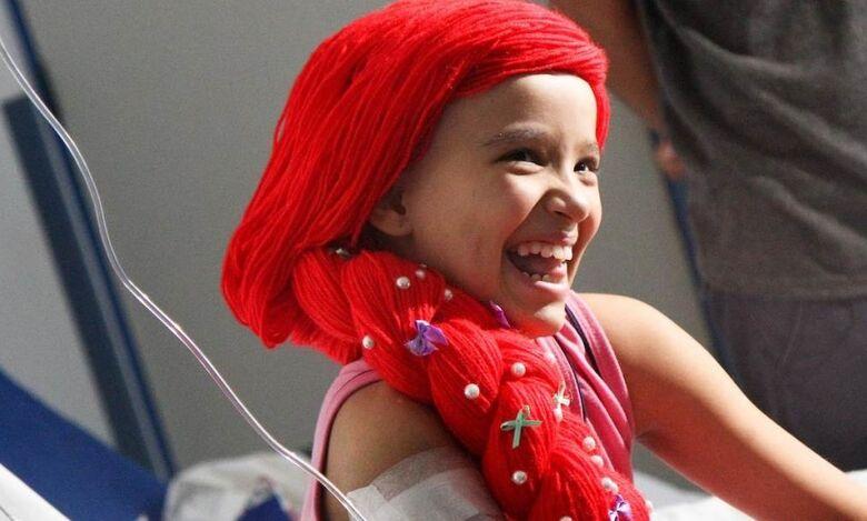 Projeto leva peruca de lã para crianças - Crédito: Cidade On