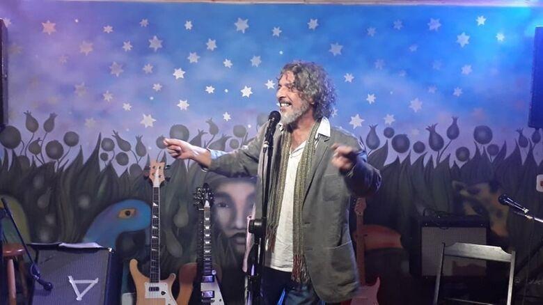 Poeta Emmanuel Marinho - Crédito: divulgação
