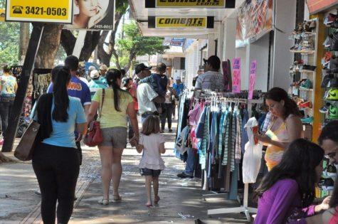 O comércio da área central de Dourados é aberto normalmente hoje, feriado de crianção de MS - Crédito: A Frota